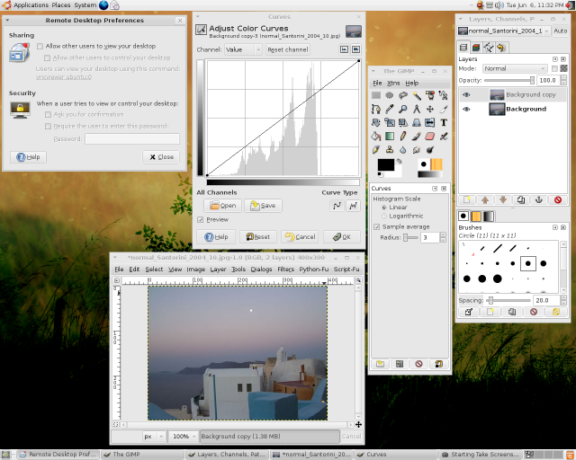 Ubuntu Linux live CD running GIMP